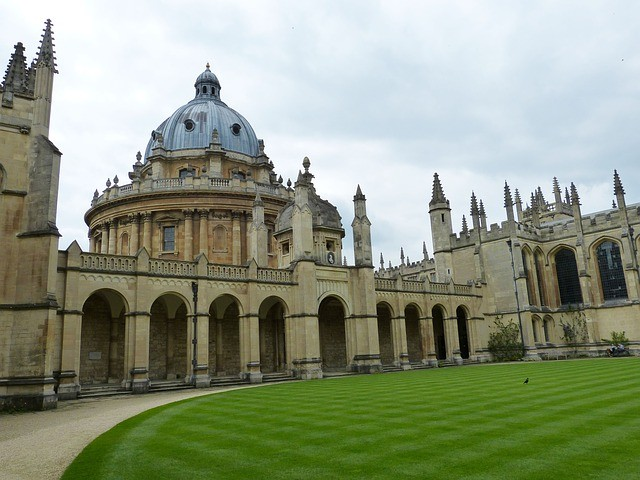 What are the Most important Qualifications for An American applying to Oxford (PPE specifically)?