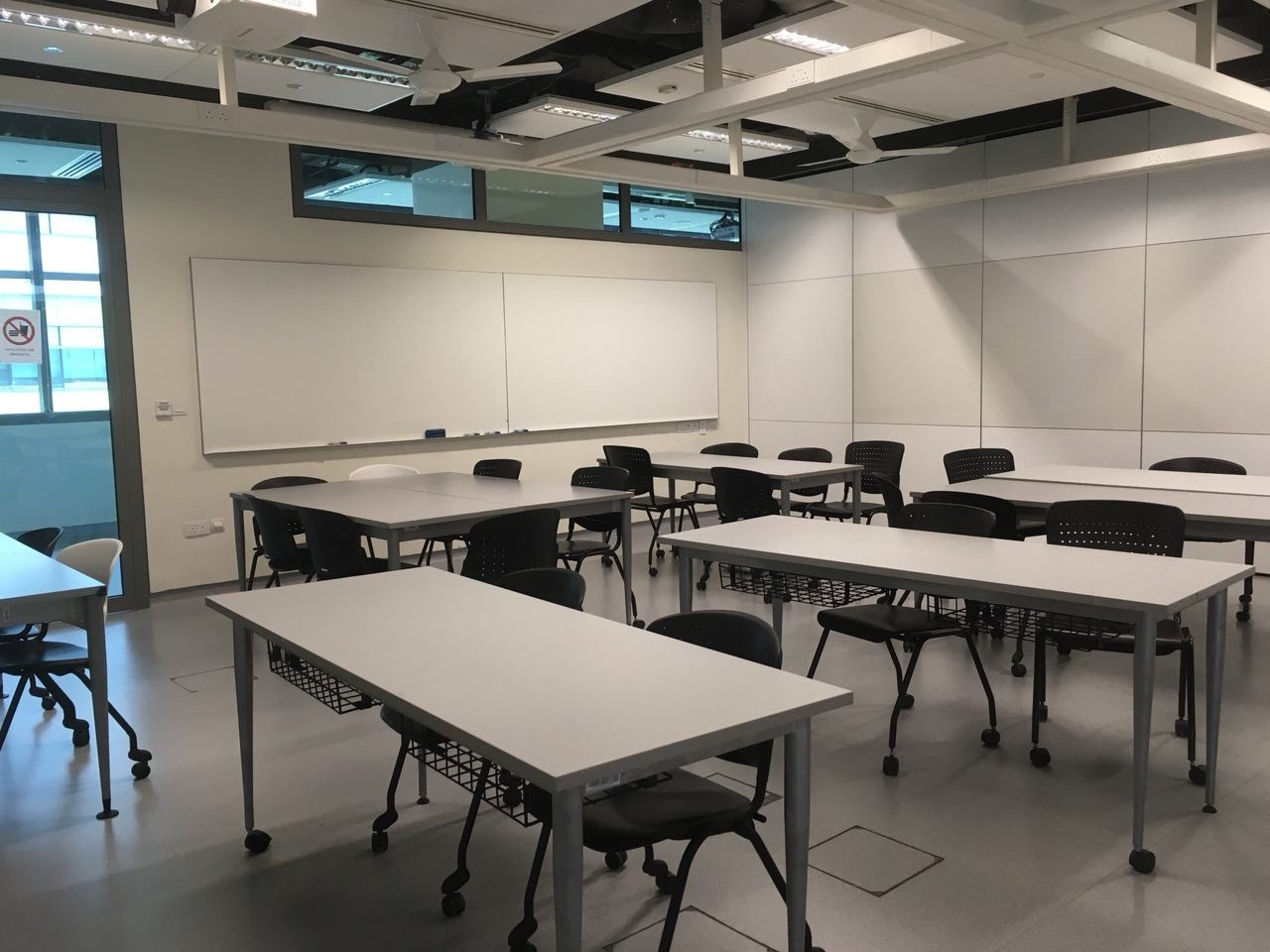 """The interior. Tables and chairs can be easily rolled around to facilitate classroom discussions and etc. It's a """"cozy"""" and """"comfortable"""" environment, my guide feels."""