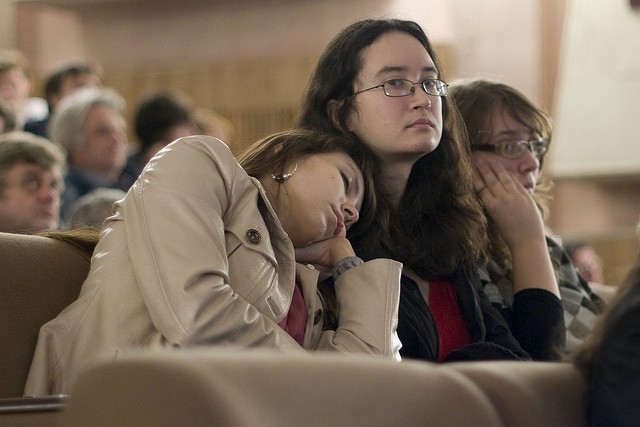 How to beat the Sleepy state after lunch (and never miss another exam tip)
