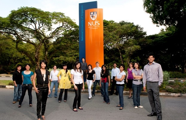 NUS Freshmen Guide for Transitioning into University Life fast