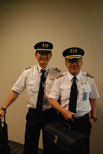 How to become a pilot in Singapore through 3 different routes -